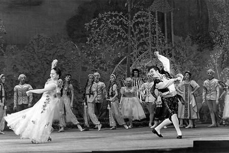 Владимир Зельдин в роли Альдемаро в спектакле «Учитель танцев» по Лопе де Веге, 1952 год. Роль, ставшая для Зельдина лейтмотивом жизни и творчества