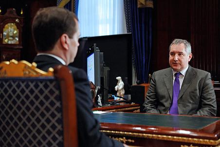 Медведев назначил Рогозина вице-премьером, ответственным за ВПК