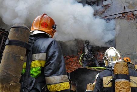 В Петербурге произошел пожар в здании, где раньше находилось ЛОМО: двое погибших