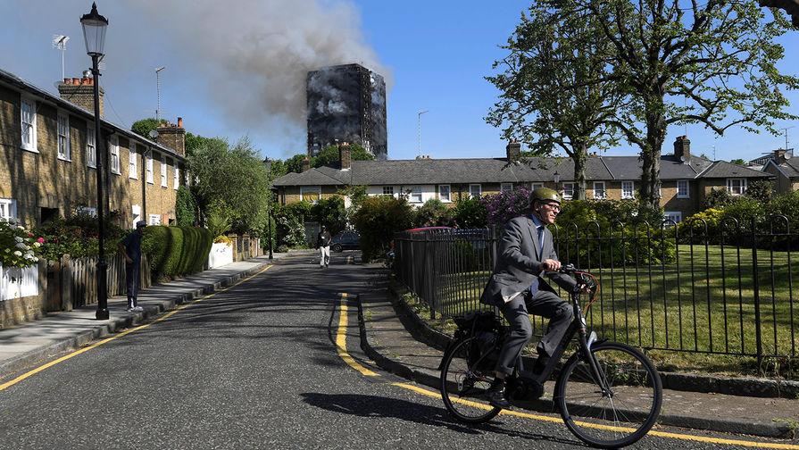 В итоге мощного пожара вжилом доме встолице Англии пострадали 15 человек