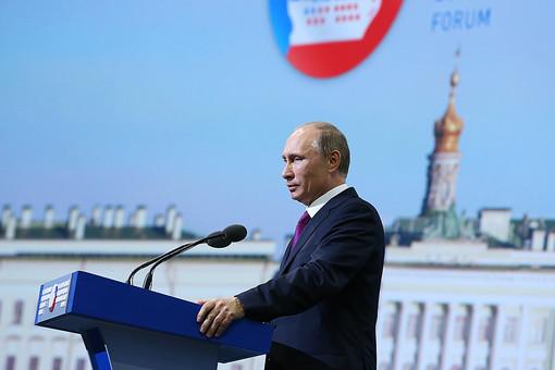 Президент РФ Владимир Путин во время выступления на Пленарном заседании Петербургского международного экономического форума