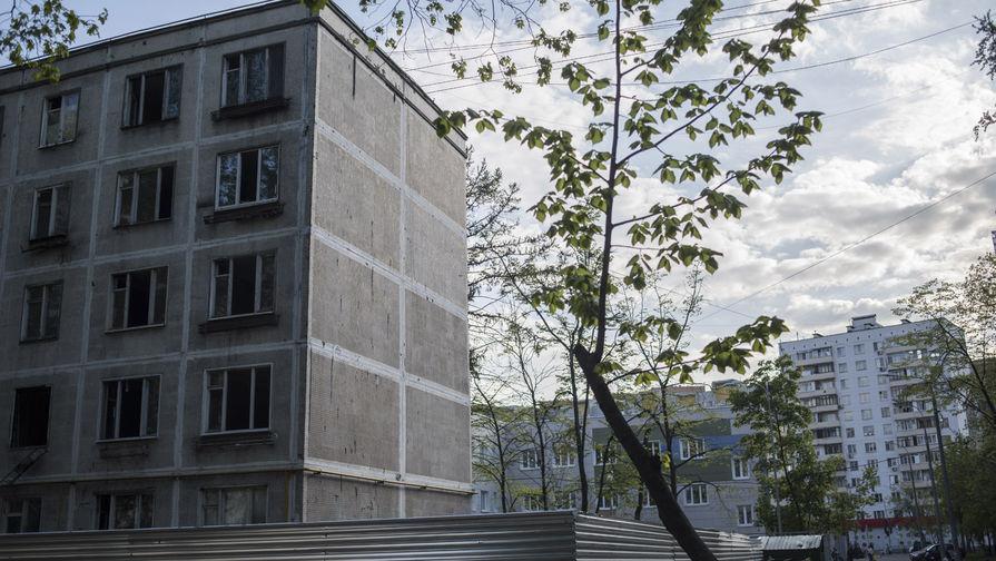 Володин предложил учитывать уровень износа домов при реновации