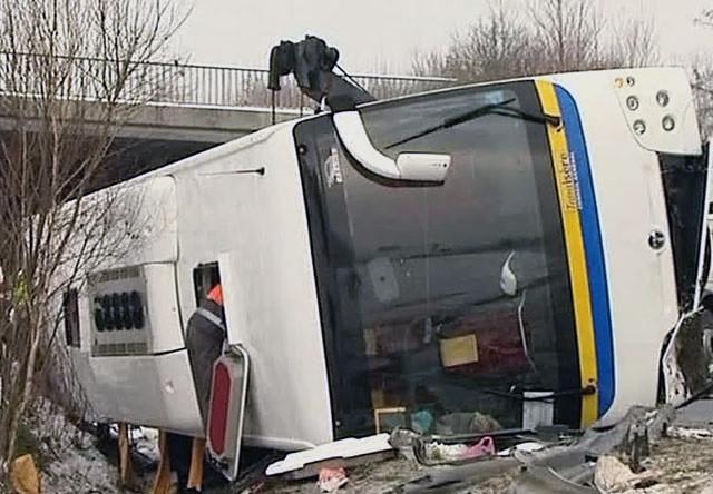 ВоФранции ученический автобус столкнулся савтомобилем