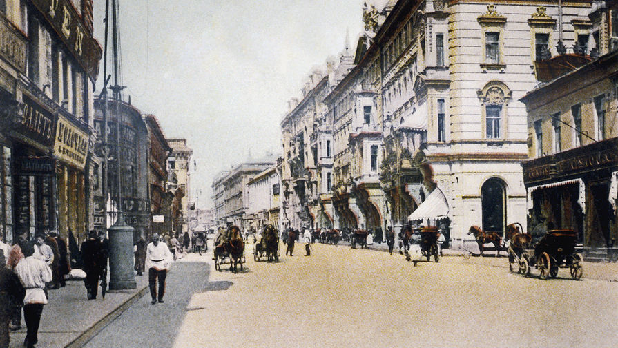 Тверская улица в Москве. Почтовая открытка начала XX века