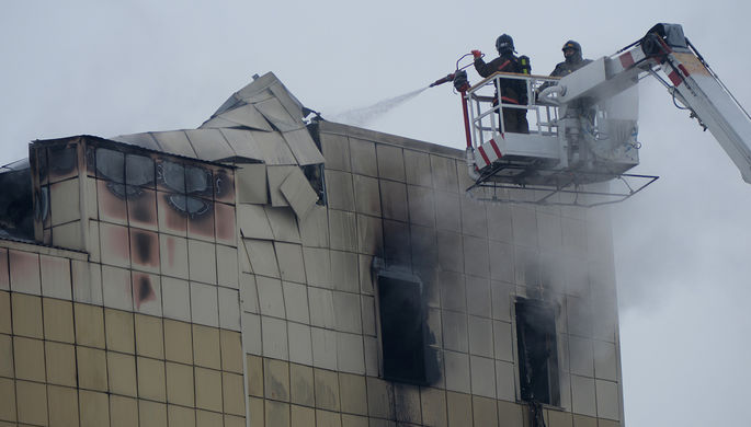 ВкемеровскомТЦ вновь разгорается пожар. число погибших трагедии выросло
