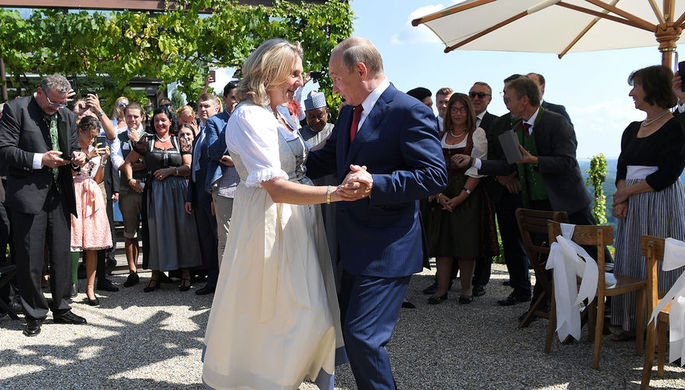 ВКремле рассказали, что Путин подарил насвадьбу руководителя МИД Австрии
