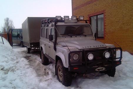 Джип, на котором доставщики Трофимов и Тутак приехали на операцию. Суровый быт настоящих доставщиков