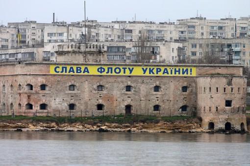 Ситуация в Крыму остается напряженной на фоне возможного ввода российских войск