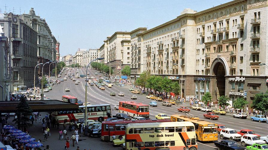 Москва. Улица Горького (ныне Тверская). 1989 год
