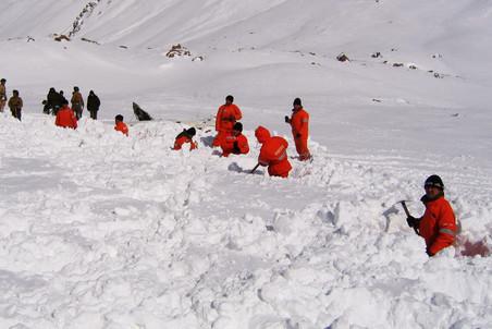 В Хибинах лавина накрыла пятерых туристов из Санкт-Петербурга
