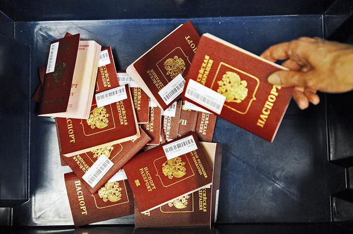 Россиянам могут ограничить получение вида на жительство за рубежом из-за украинских событий