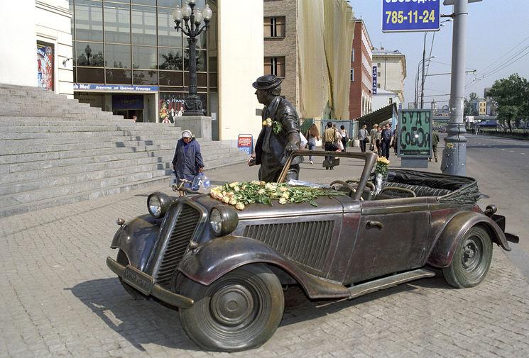 Автор монумента Калашникову ответил накритику Макаревича
