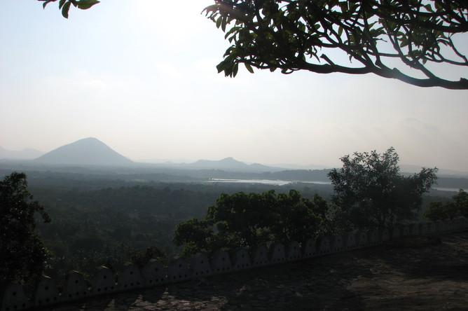 НаШри-Ланке ввели чрезвычайное положение из-за беспорядков