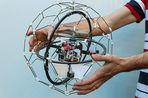 Летающий робот не боится столкновения с препятствиями