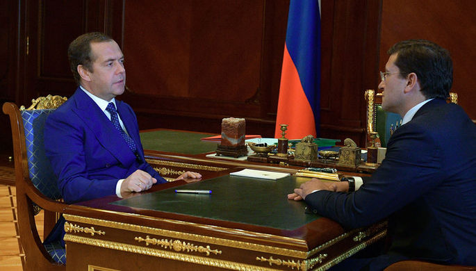 Медведев провел первую встречу напублике после спортивной травмы