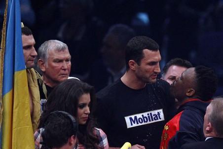 Владимир Кличко в октябре может сразиться с Крисом Арреолой