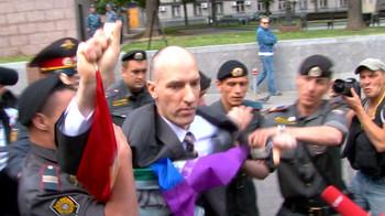 Видео: Гей-парады длились недолго.