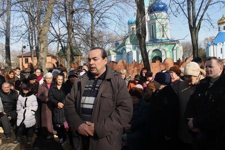 Прихожанин Евгений Настин уверен — по пути раскола идти нельзя, но церковное начальство должно услышать верующих