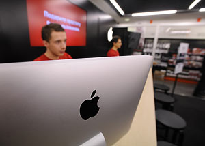 Аналитики рынка предполагают, что акции Apple продолжат расти в цене, а значит и рекорд капитализации вместе с ними.