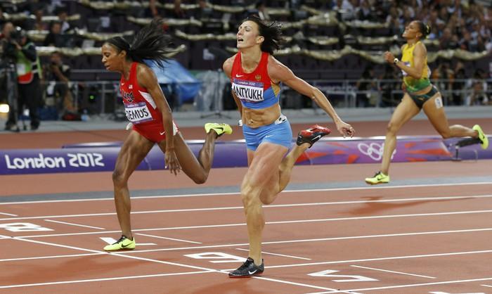 У России - одиннадцатое золото Олимпиады-2012: в беге на 400 м с барьерами с результатом 52,70 победила 31-летняя Наталья Антюх