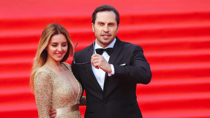 Ходченкова наММК шокировала «дешевым» платьем и«провалившейся» грудью