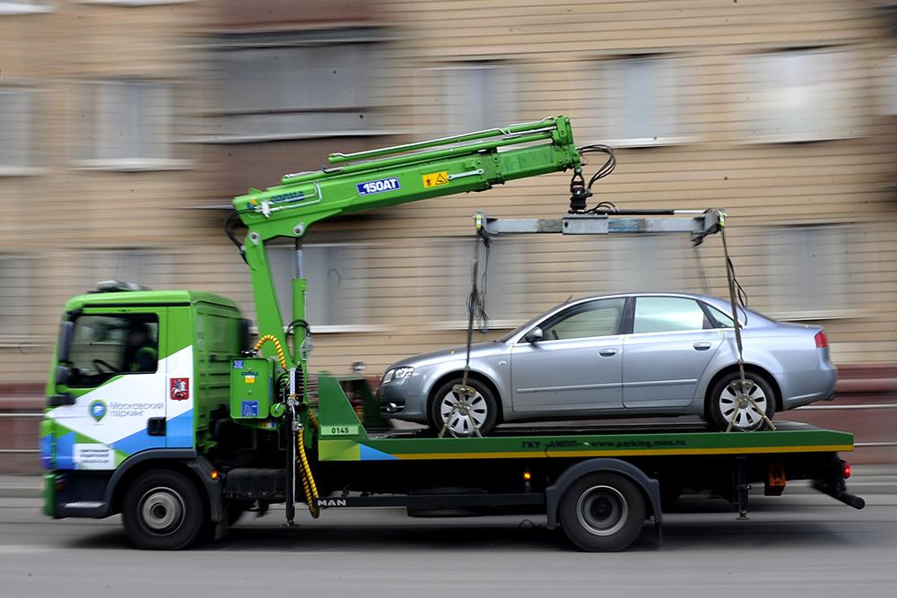 В Санкт-Петербурге прошла эвакуация машины с ребенком 4х лет