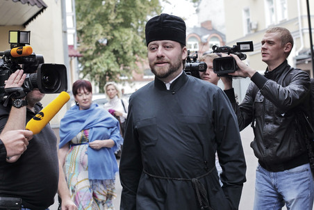 Priest who caused car accident in Moscow gets drivers license suspended  &mdash; Gazeta.Ru 