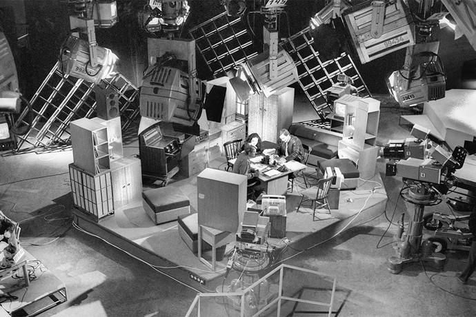 В одной из студий телевизионного технического центра в Останкино. В эфире- программа «Взгляд». Фото: ТАСС