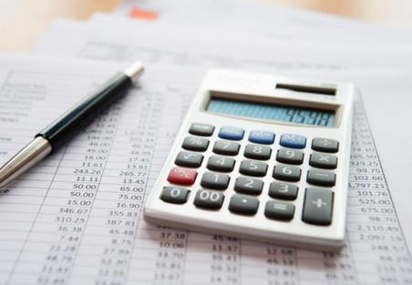 На компенсационные выплаты по трудовому договору страховые взносы не начисляются.