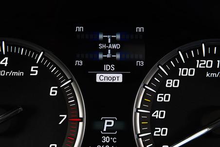 За работой системы полного привода SH-AWD можно следить на экране бортового компьютера