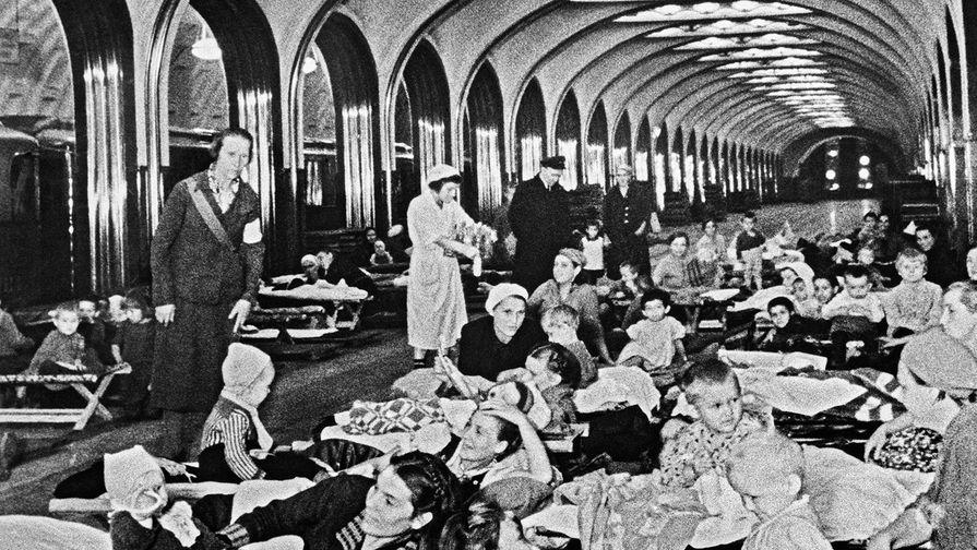 Бомбоубежище на станции метро «Маяковская» во время Великой Отечественной войны, 1941...
