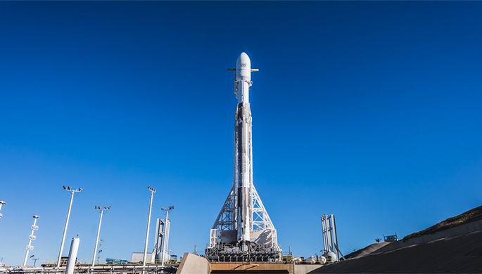 SpaceX запустила ракету Falcon 9 скосмическим кораблем Dragon