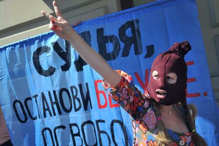 Trial on Pussy Riot starts, defendants admit ethical mistake — Gazeta.Ru