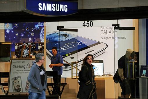 Новая модель Galaxy S IV от Samsung будет обладать более быстрым чипом, 5-дюймовым AMOLED-экраном и, возможно, функцией отслеживания взгляда