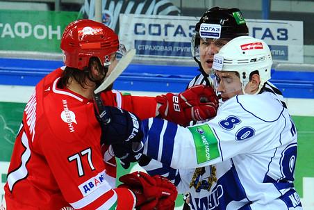 Теперь Олег Пиганович (слева) будет играть в «Амуре»