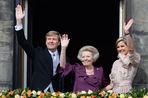 Принц Виллем-Александр стал королем Нидерландов после отречения своей матери королевы Беатрикс