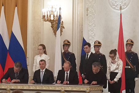 Украинское междуцарствие – майданобоярщина. - Страница 2 Putinpodpis-pic4-452x302-81957
