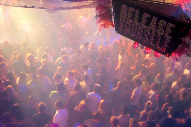 Вночном клубе Мадрида обвалился  потолок