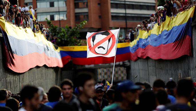 ВВенесуэле четверо из 5-ти оппозиционных губернаторов согласились принести присягу