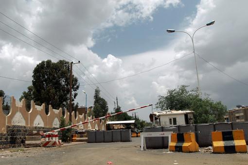 КПП перед посольством Великобритании в Сане, столице Йемена