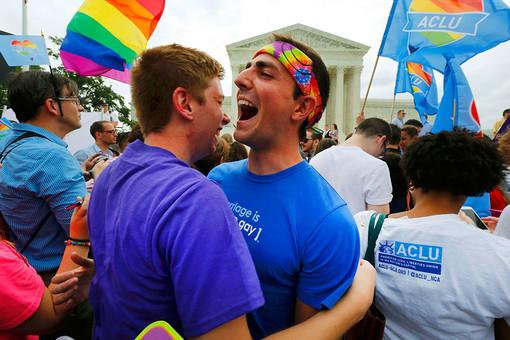 Стихийные гуляния гей-активистов в Вашингтоне после решения Верховного суда США 26 июня 2015 года