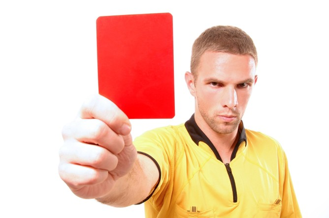 Прошлый футболист «Арсенала» получил красную карточку из-за фамилии. Что-что?