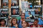Задержанные активисты Greenpeace и экипаж ледокола обвиняют пограничников в хищении их личных вещей