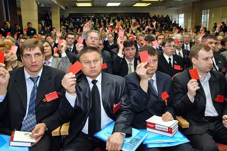 Парламентская оппозиция недовольна слишком либеральной планкой численности партий