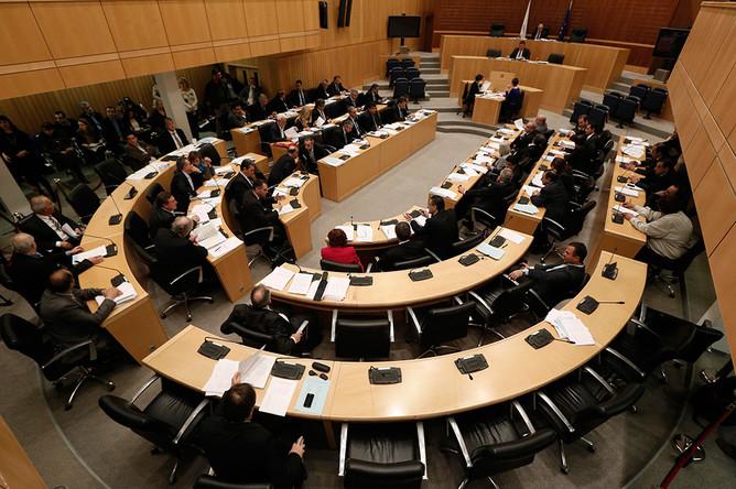 Парламент Кипра в ночь на