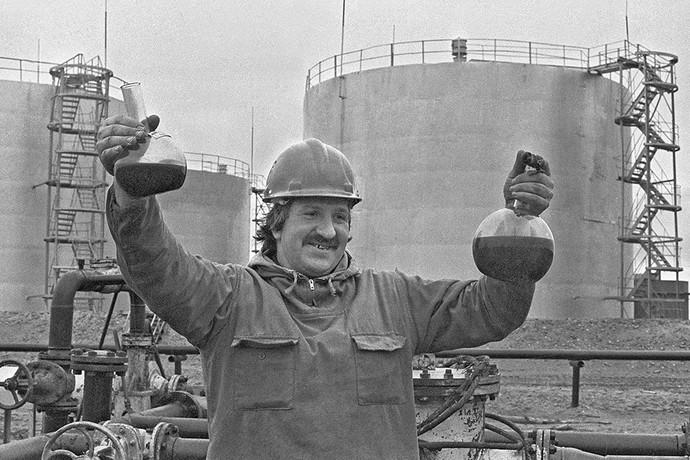 Добыча нефти на острове Колгуев в Баренцевом море. Фото: Семен Майстерман/ТАСС