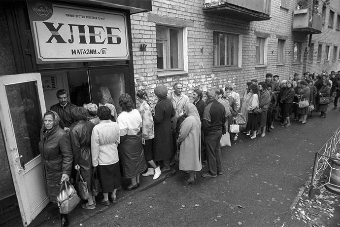 Очередь за хлебом в Чите. Фото: Владимир Саяпин/ТАСС