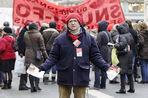 Накануне первой годовщины избрания на пост президента Франции Франсуа Олланда на улицы Парижа вышли...
