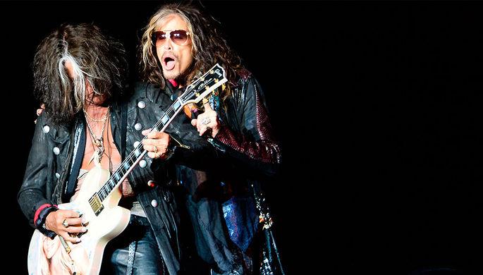 Гитариста рок-группы Aerosmith сконцерта забрали  наносилках