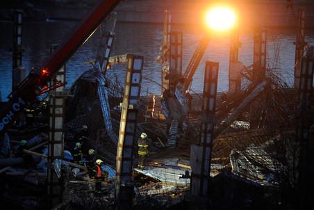 В Москве на территории завода «Грейфер» обрушилось строящееся здание, есть погибшие и пострадавшие